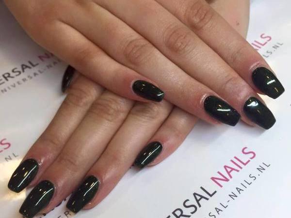 Kimmylien van Universal Nails