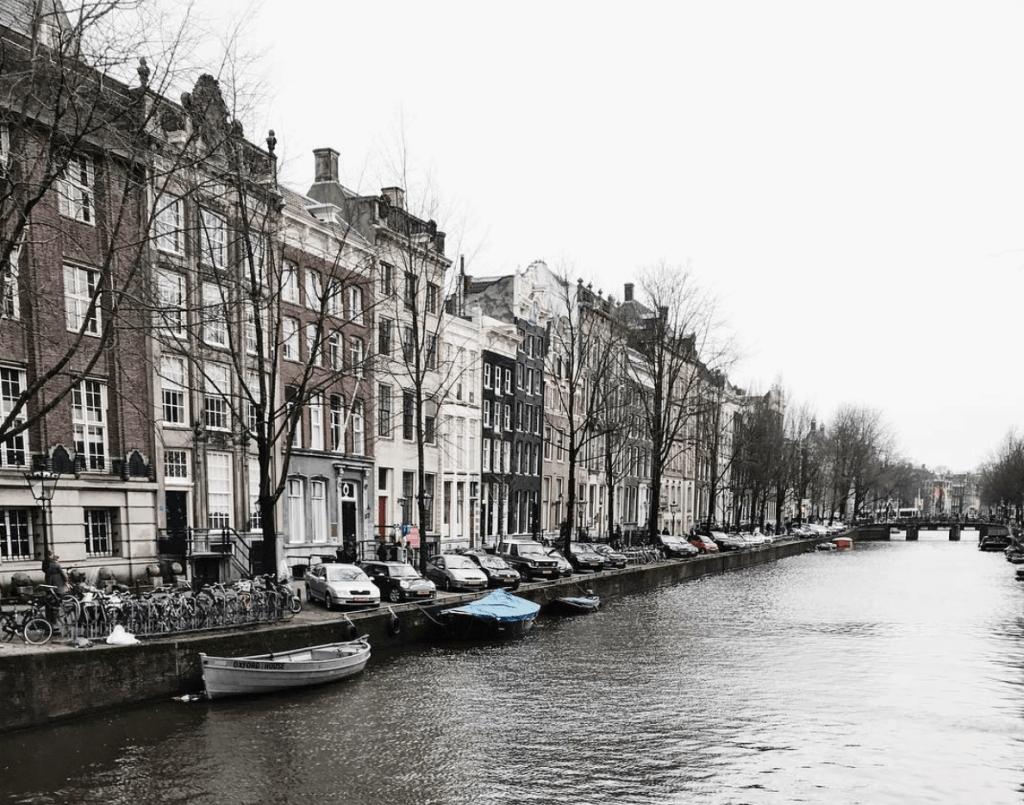 Amsterdam grachten uitzicht Kaoru Yamamoto