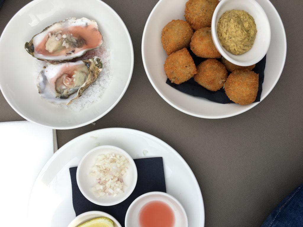 Bitterballen en oesters bij De Zagerij
