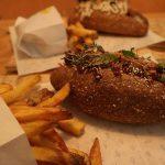 Hotdogbar Dogma trakteert op bladgouden snippers