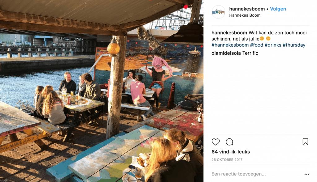 Hannekes Boom terras aan het water