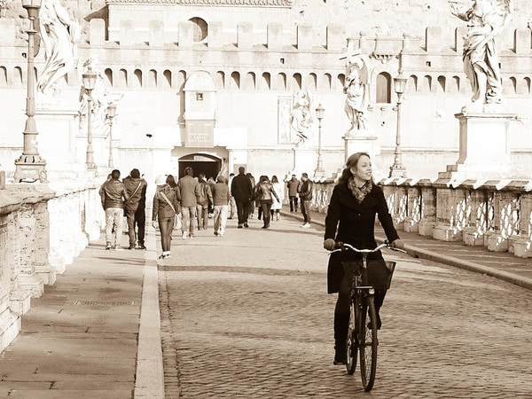 Loved by locals: Tessa Vrijmoed in Rome.jpg