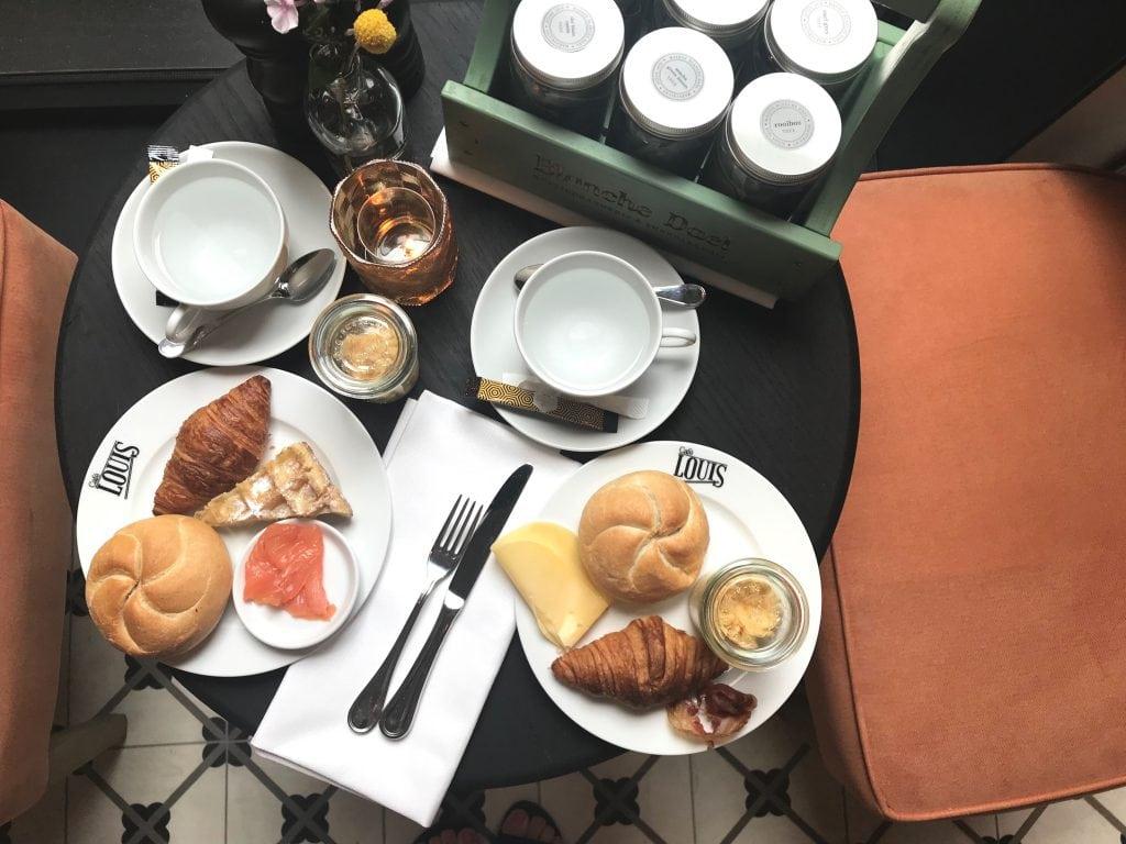 Ontbijten in cafe Louis in Maastricht