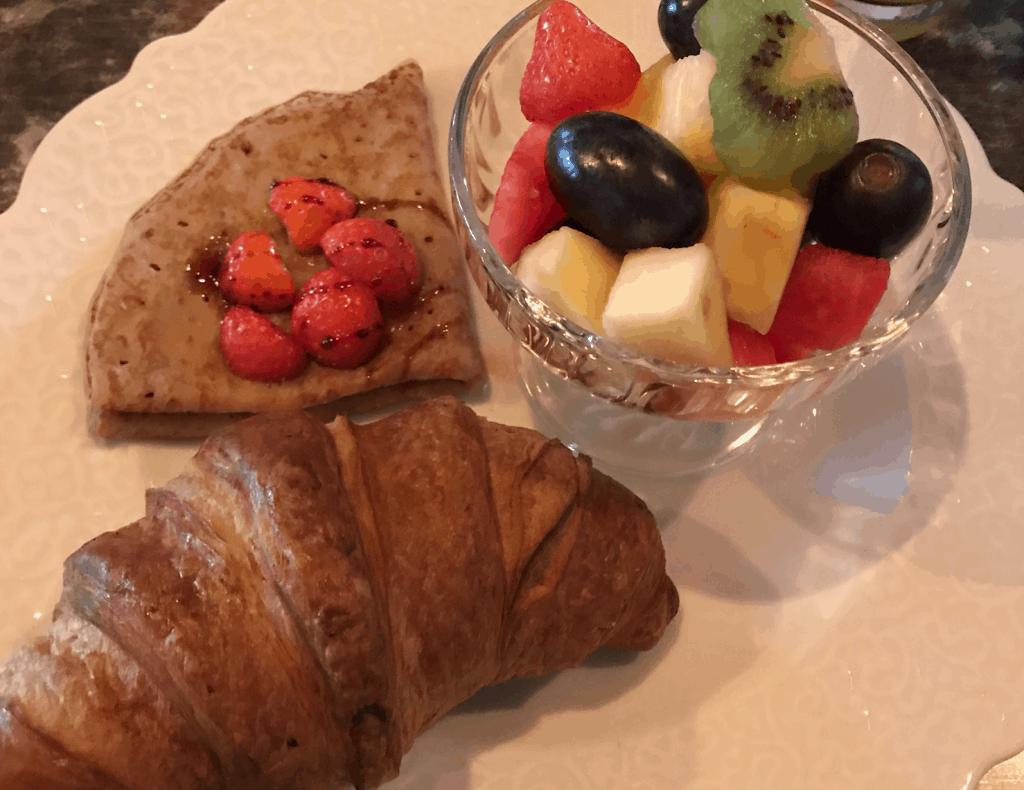 Ontbijt croissant Aret van Hairmonk