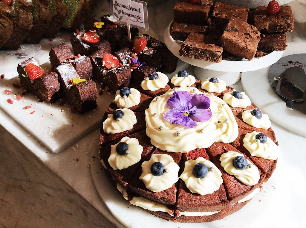 Red velvet taart en brownies Pluk in de 9 straatjes