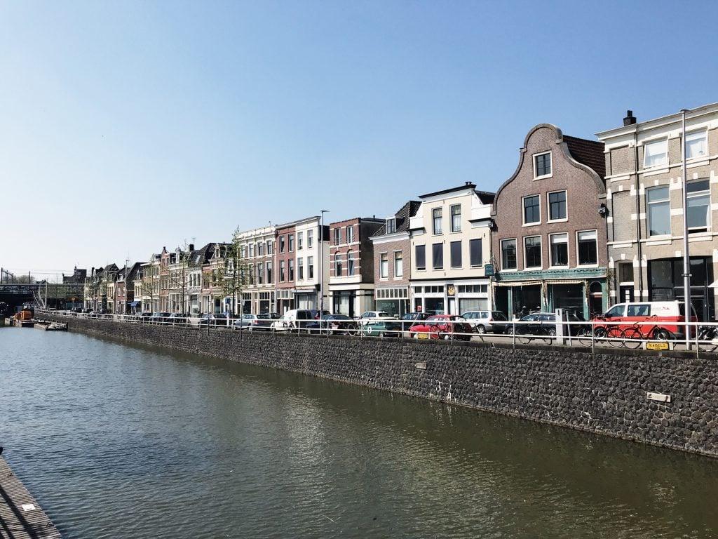 Terrassen aan het water in Utrecht
