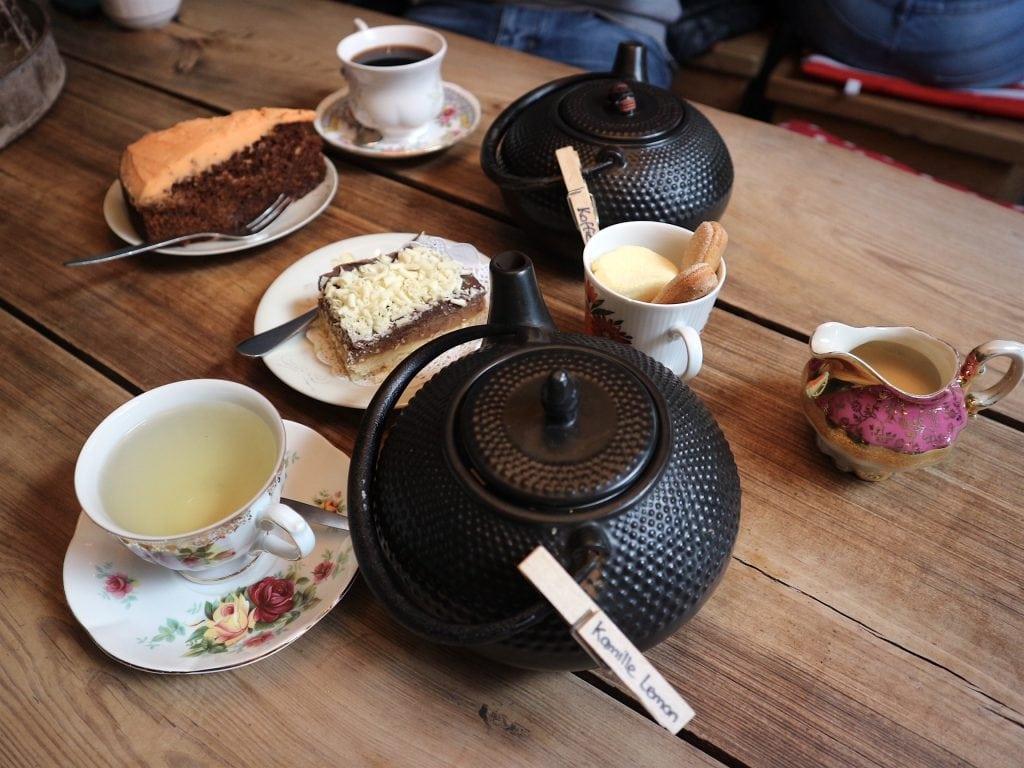 Thee en taart bij HoneyPie