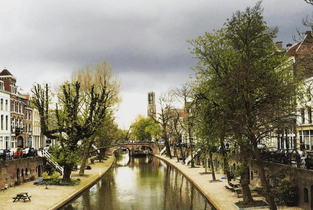 Utrecht grachten Dom