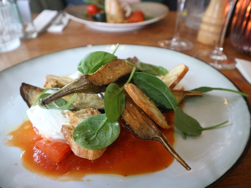 aubergine met geitenkaasmousse
