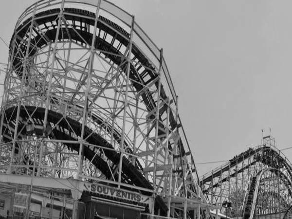 Achtbaan Cyclone in Luna Park