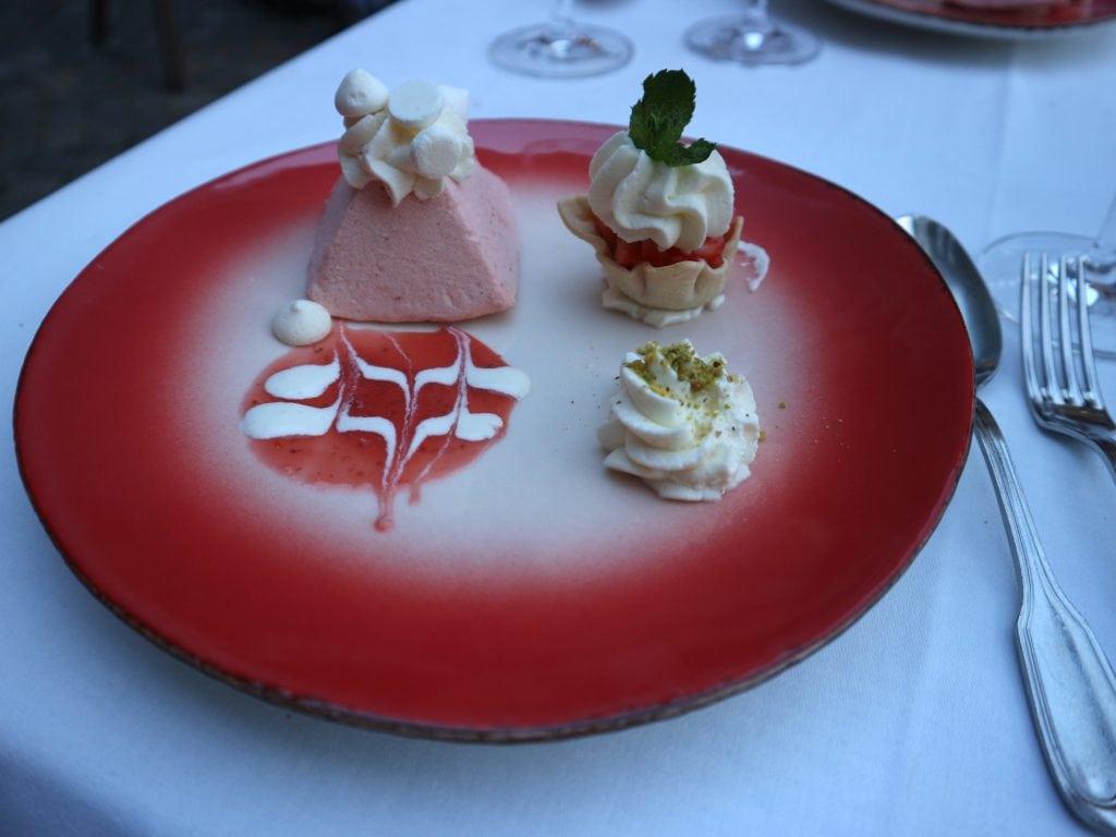 aardbeienparfait als dessert restaurant Pakhoes Maastricht