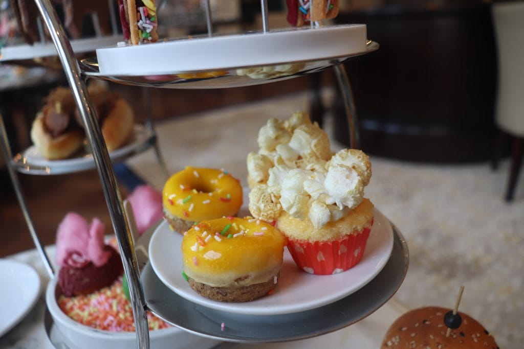 donut en popcorn muffin Summer Afternoon Tea