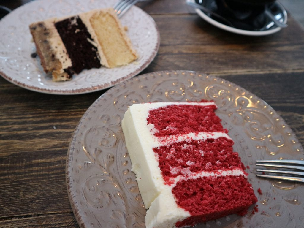 high tea Amsterdam red velvet taart